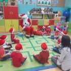 przedszkolaki i Mikołaj