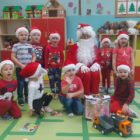 przedszkolaki z Mikołajem